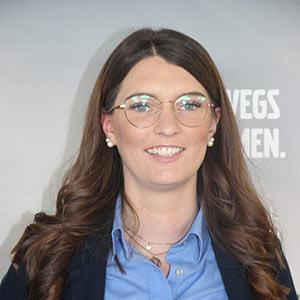 Lisa Malsbender, Service-Assistentin - hat immer ein offenes Ohr für Sie